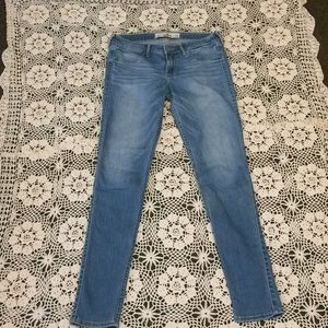 Hollister Jeans Size 7R !